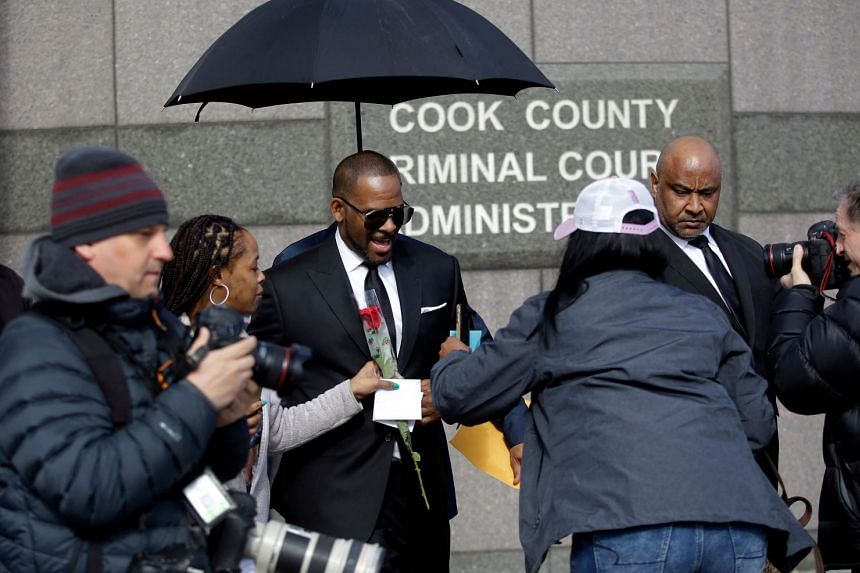 R. Kelly (centre) leaves a court hearing for his sex abuse case in Chicago, Illinois, in 2019.