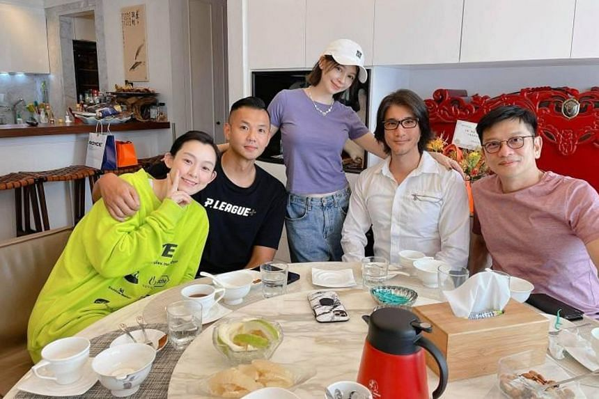 (From left) Christine Fan, Blackie Chen, Vivian Hsu, Wang Leehom and Eric Chen during a meal to celebrate the end of Wang's quarantine.