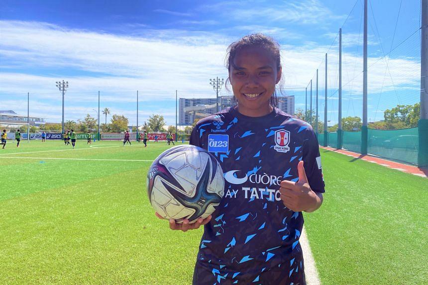 Siti Rosnani Azman training with her club INAC Kobe.