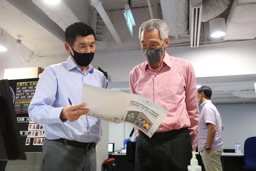 PM Lee during a visit to the Covid-19 Case Management Task Group Operations office on Sept 21, 2021.