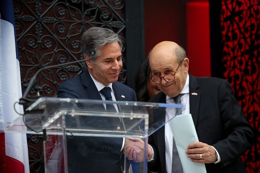 """US Secretary of State Antony Blinken (left) voiced his personal respect for French Foreign Minister Jean-Yves Le Drian and said that the episode would have """"benefited from open consultations among allies."""""""