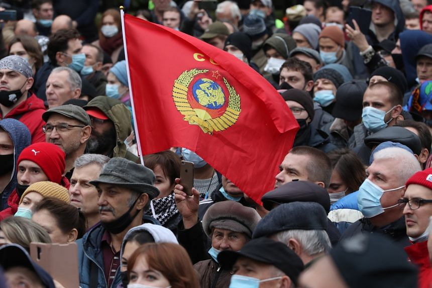 Russian Communist Party supporters attend a protest against election results in Moscow on Sept 25, 2021.