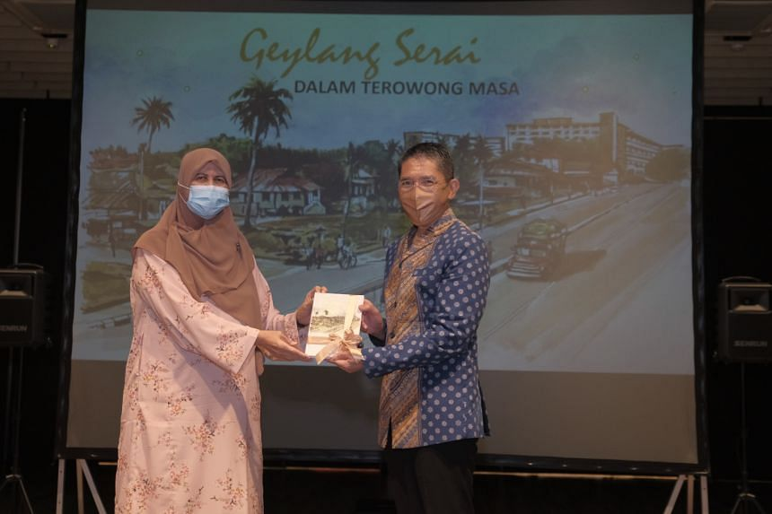 Minister in the Prime Minister's Office Maliki Osman with writer Rasiah Halil at the launch of the book.