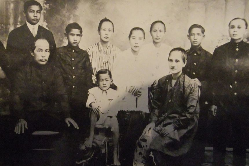 A portrait of Baba Colin Chee's maternal great grandparents' family in Kuching, Sarawak, taken in the early 1910s.