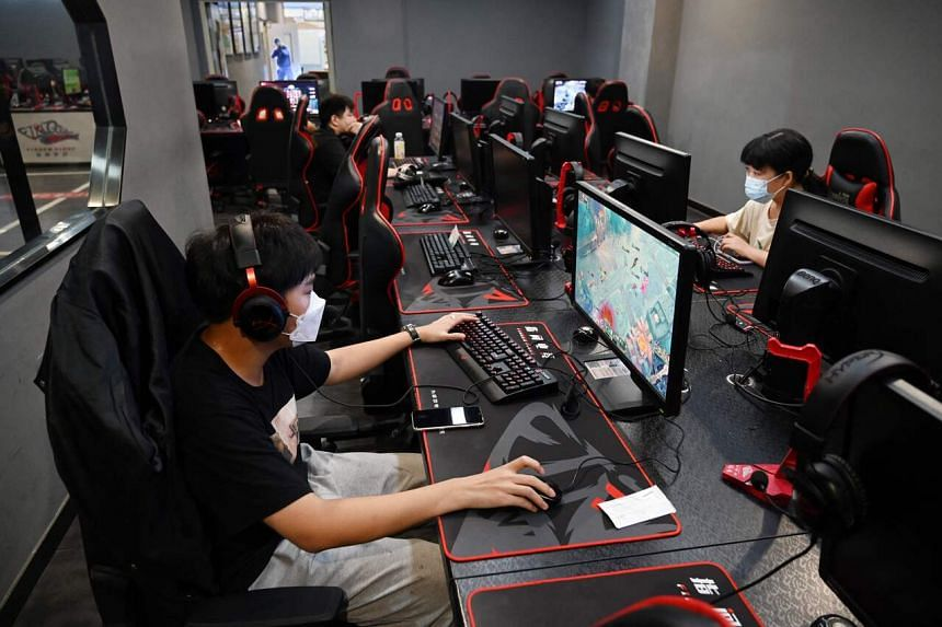 A man plays a computer game at an internet cafe in Beijing on Sept 10, 2021.