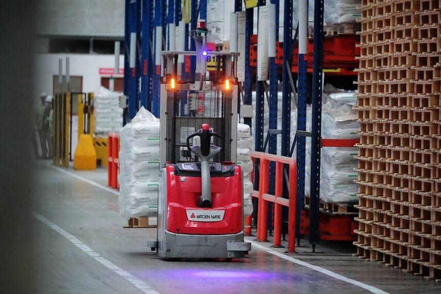 The forklifts recharge autonomously and wirelessly via a method called induction charging.