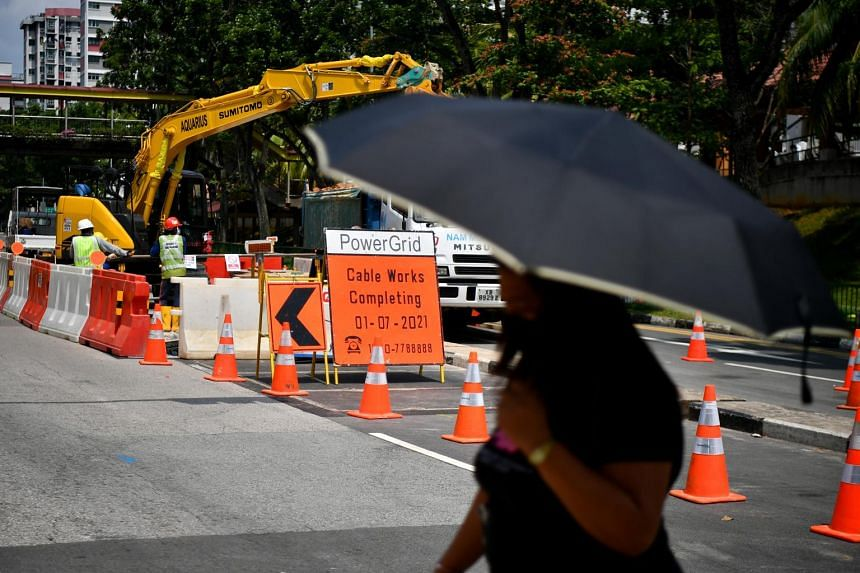 Contractors doing roadworks are supposed to post clear signs way before the site.