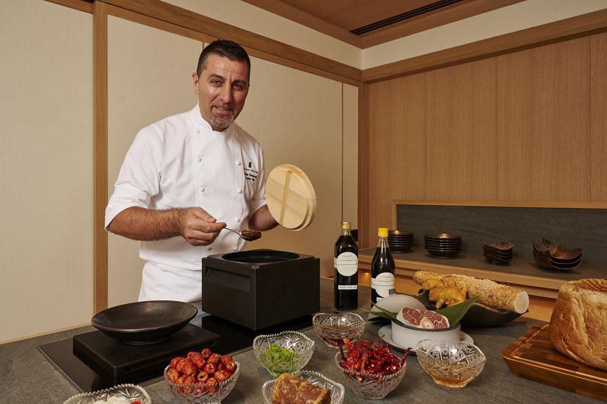 Ritz-Carlton, Millenia's executive chef Massamo Pasquarelli using the Anaori Kakugama.