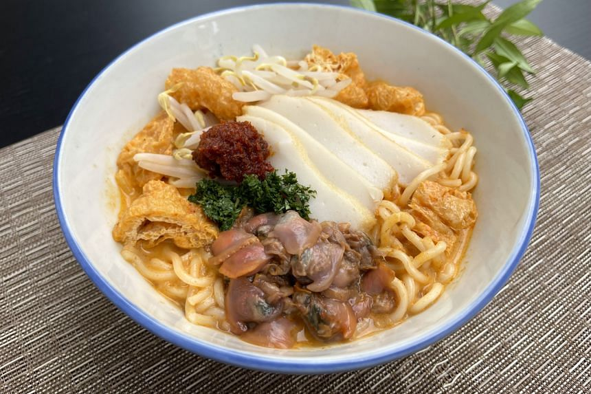 With Prima Taste Singapore Laksa La Mian, you can have a bowl of piping hot laksa ready in just 10 minutes.