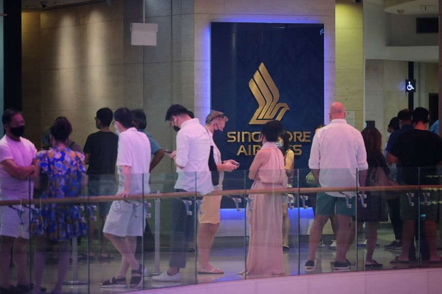 People queueing at the Singapore Airlines Service Centre at Ion Orchard at noon on Oct 10, 2021.