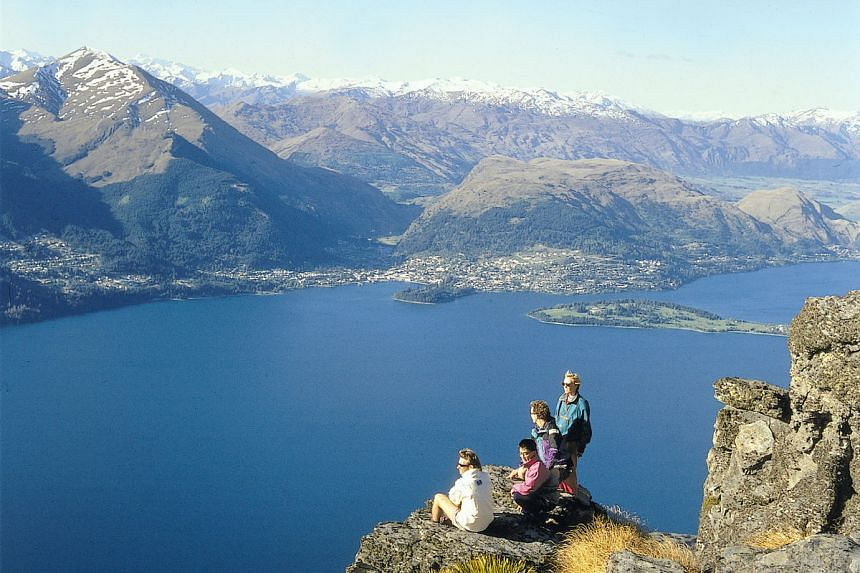 Enjoy amazing panoramic views of majestic mountains, magnificent forests, volcanic terrains and resplendent lakes all within a day in New Zealand.