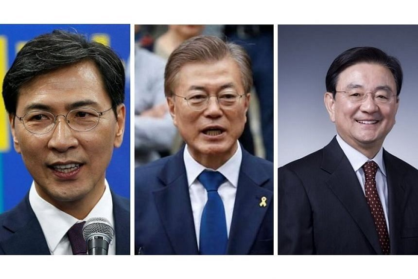 Moon Jae In (centre) will likely quickly fill Cabinet jobs with candidates like An Hee Jung, governor of south Chungcheong Province (left) and former chairman of JoongAng Ilbo newspaper Hong Seok Hyun.