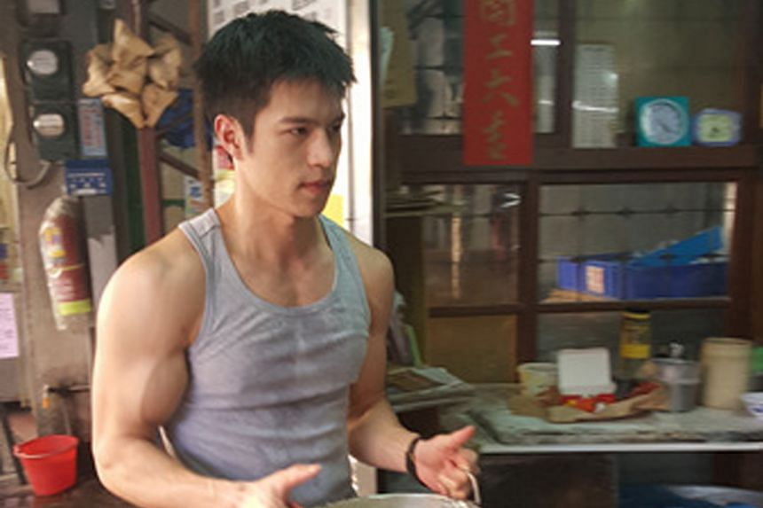 Model Chen Yi-tin (above) has attracted a long queue of admirers to the soya beancurd shop where he has been helping out.