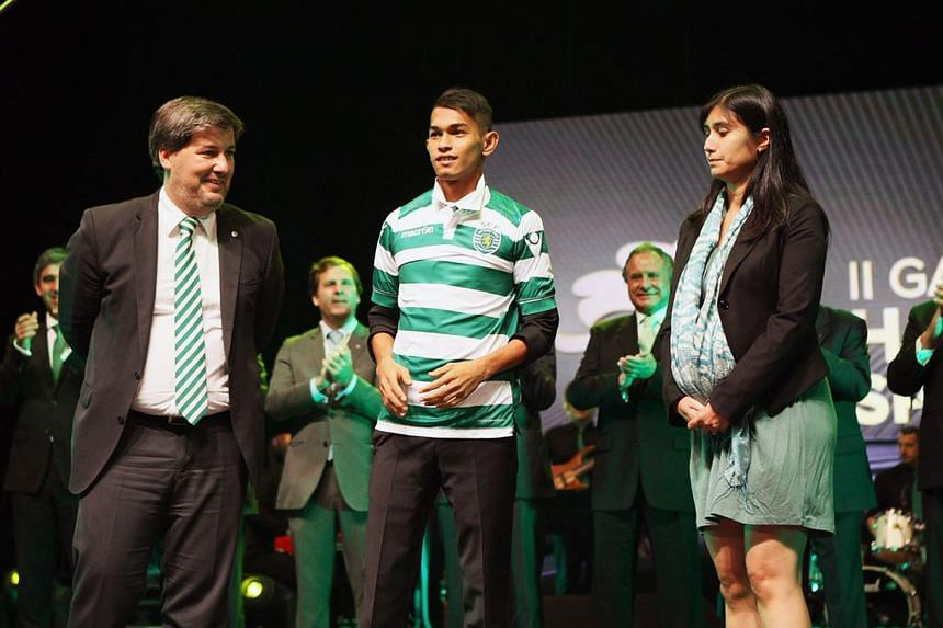 Martunis (centre) gets a chance to hone his skills at Sporting Lisbon, which was where Ronaldo started his career. Ronaldo, then with Manchester United, meeting seven-year-old Martunis, who spent 19 days after the tsunami all by himself.