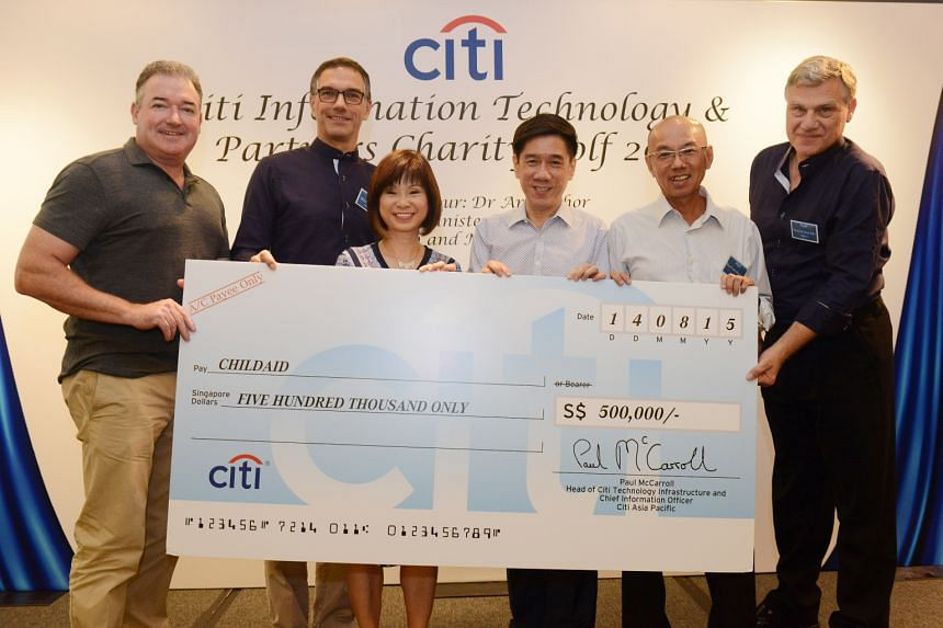 Holding the $500,000 cheque are (from left) Mr Paul McCarroll, head of Citi Technology Infrastructure; Mr Michael Zink, Citi Singapore country officer and head of Asean; guest of honour Amy Khor, Senior Minister of State for Health and Manpower; Mr A