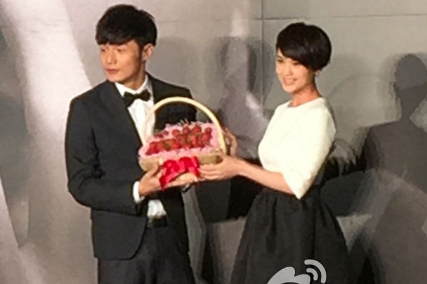 Actress Rainie Yang calls the report about her secret marriage to singer Li a Hungry Ghost Festival story.