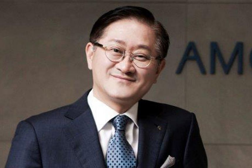 Being surrounded by women - his mother, four sisters, wife and daughters - gives him an edge in the beauty industry, says Amorepacific chairman Suh Kyung Bae. Among the beauty products pioneered by Amorepacific are a stamp ink pad-inspired cushion co