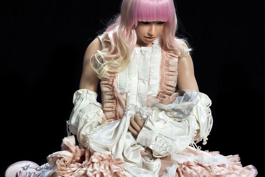 A sex doll in artist Lale Tara's Lolita Con Bambino.