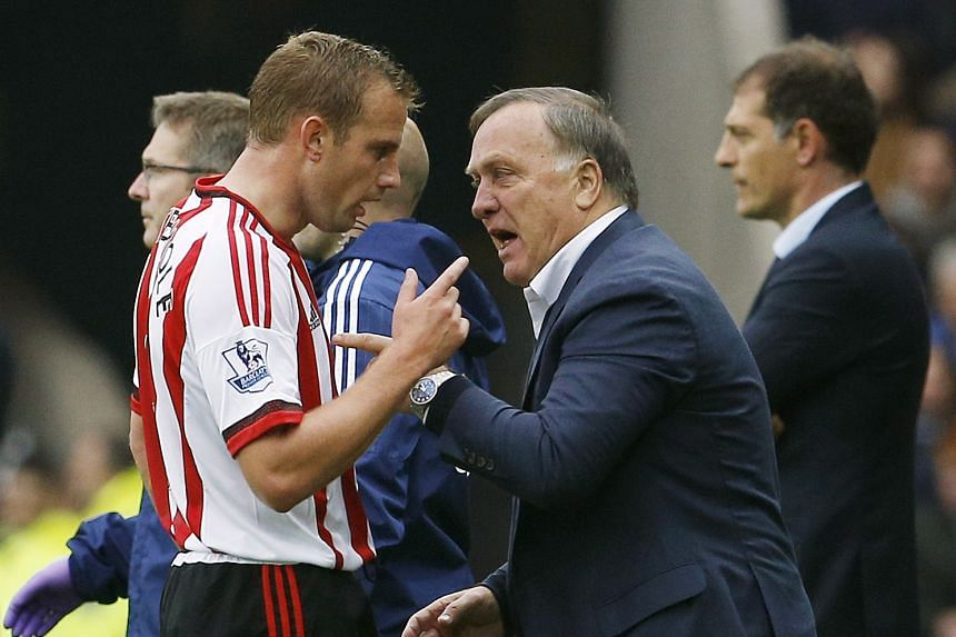 Dick Advocaat (right) instructing Sunderland's Lee Cattermole. He quit yesterday with the team yet to win in the league this season.