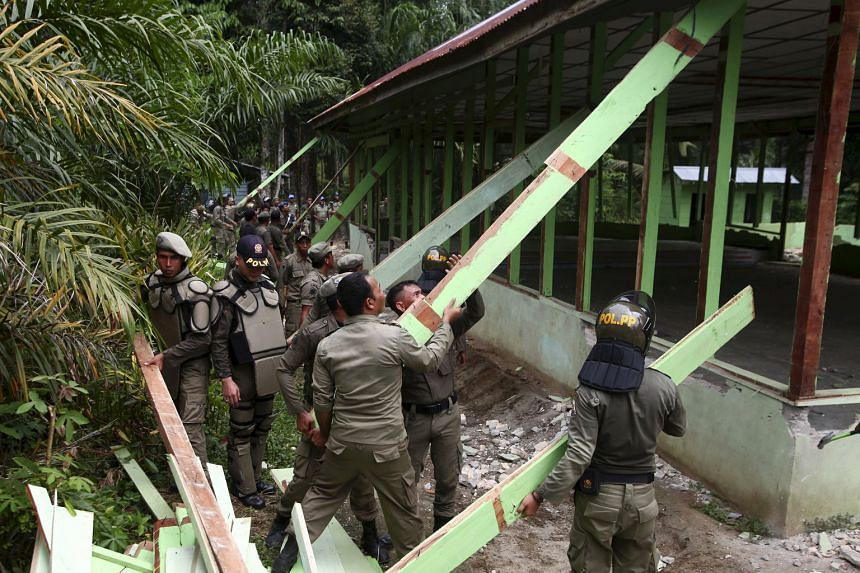 After hardliners burned down a church in rural Aceh in protest, Indonesian officials gave in to their demands and began demolishing other churches in Aceh Singkil district that lacked proper permits.