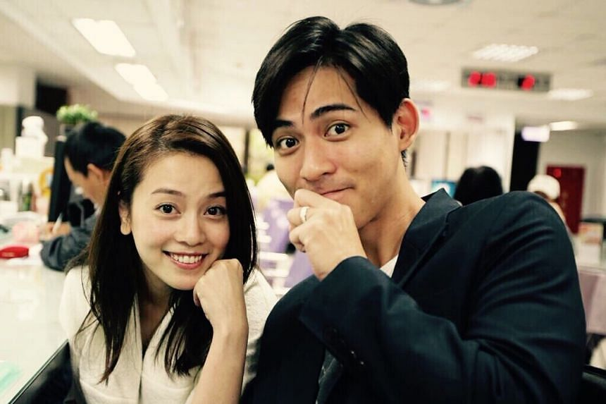 Actor Vic Chou showed off his wedding ring with his wife Reen Yu in a photo taken at a household registration office in Taiwan where they made it official on Tuesday.
