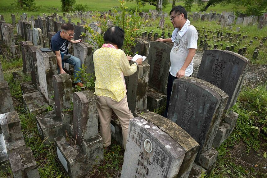 Madam Ong Poh Neo, great-granddaughter of Straits-born Chinese merchant and philanthropist Tan Jiak Kim, with her cousin, Mr Lloyd Tan (left), and grave hunter Raymond Goh at the Choa Chu Kang cemetery, where the graves of Mr Tan Jiak Kim, his wives,