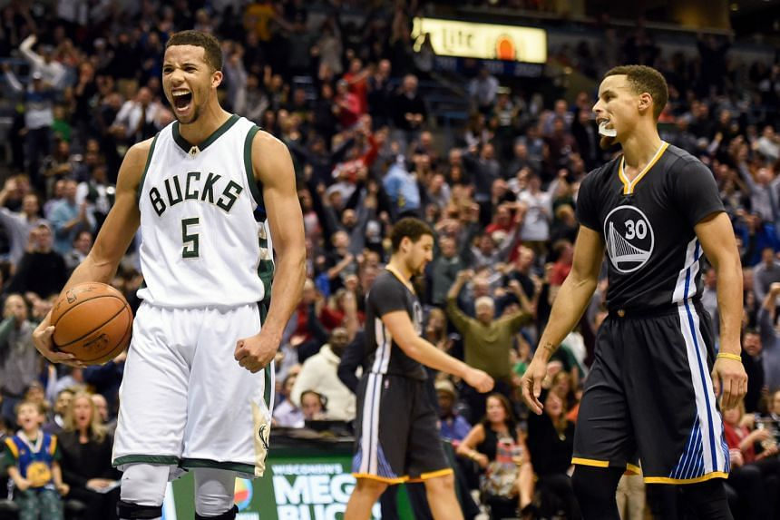 Bucks guard Michael Carter-Williams (left) reacting in front of Warriors guard Stephen Curry after a Bucks basket late in the fourth quarter. The Bucks beat the Warriors 108-95.