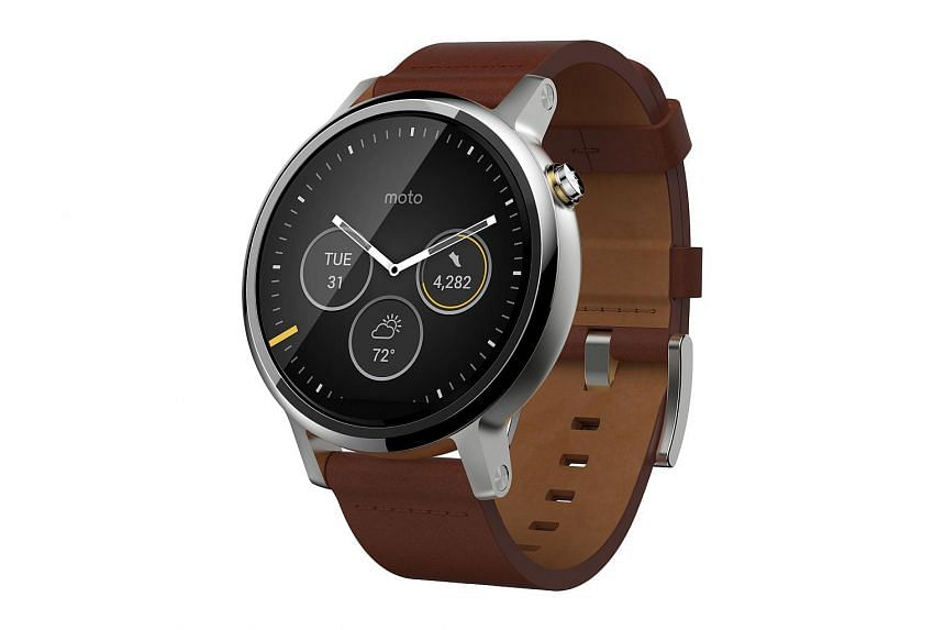 """The round display of the new Moto 360, which has a resolution of 360 x 330 pixels, still sports the """"flat tyre"""" design."""
