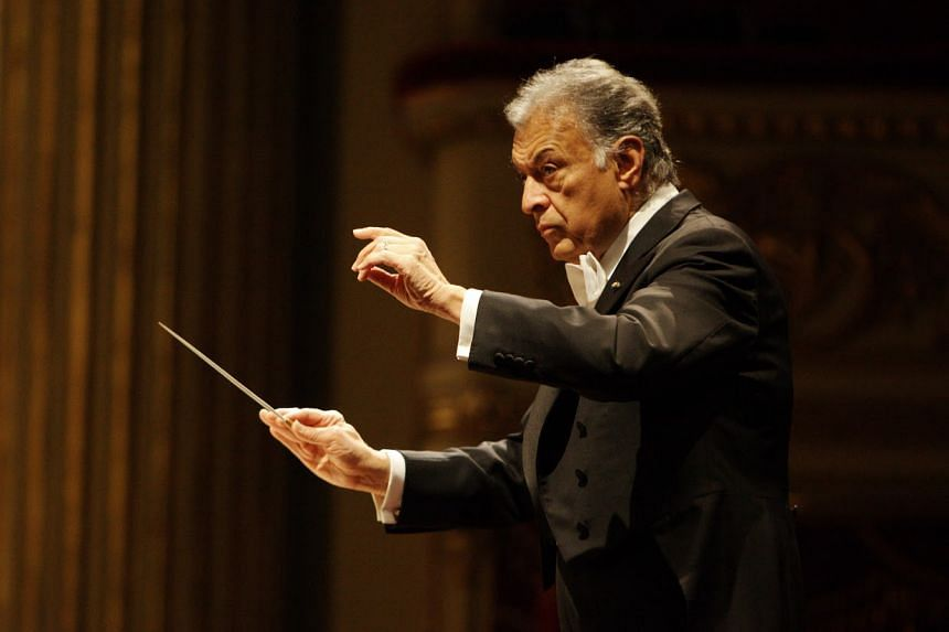 Zubin Mehta effortlessly guided the Israel Philharmonic Orchestra from sweet pianissimos to hard-hitting climaxes.