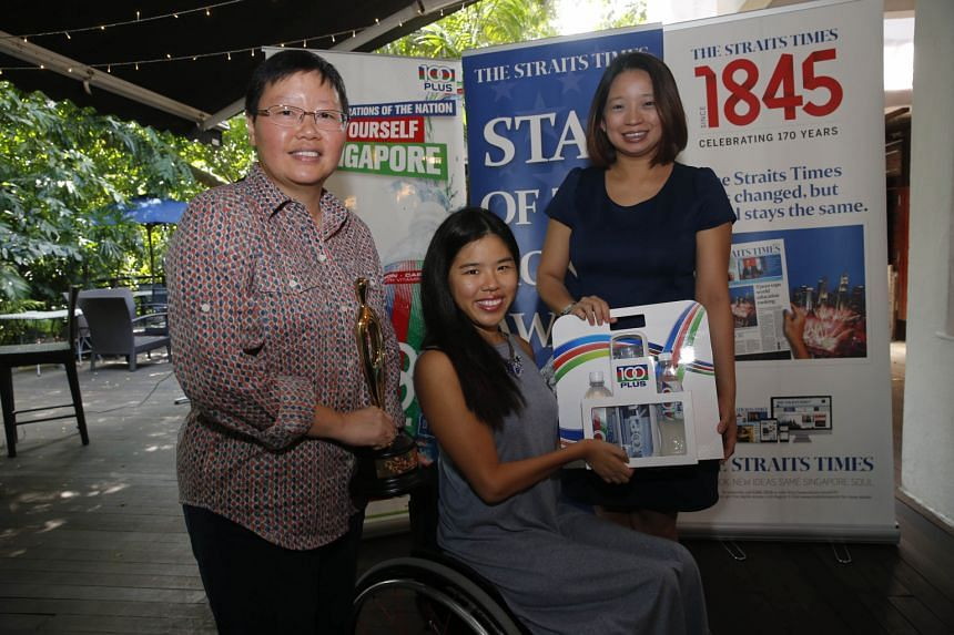 Yip Pin Xiu receiving the ST Star of the Month award for December from deputy sports editor Lee Yulin (left) and F&N Foods marketing manager Celine Tan.