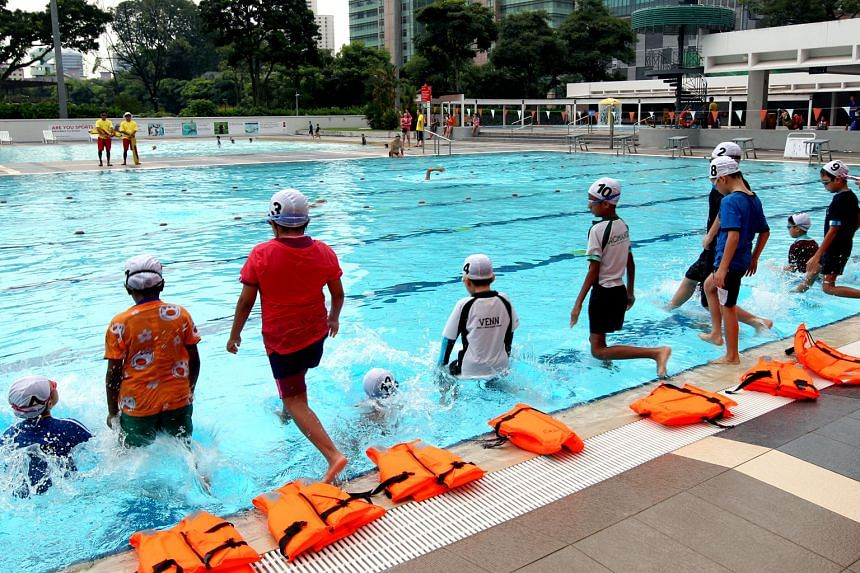 Children taking swimming lessons at Toa Payoh Swimming Complex. Figures from KKH show there were 104 drownings and near-drownings involving children between 2011 and last year. Five drowning victims had been at pool parties at the time. Dr Arif Tyeba
