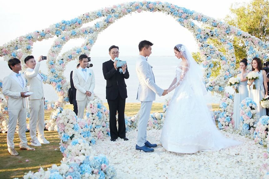 Damian Lau (in black) officiating at Nicky Wu and Liu Shishi's wedding, where (from left) Little Tigers Julian Chen and Alec Su, as well as actors Yuan Hong, Cristy Guo and Annie Liu are guests.