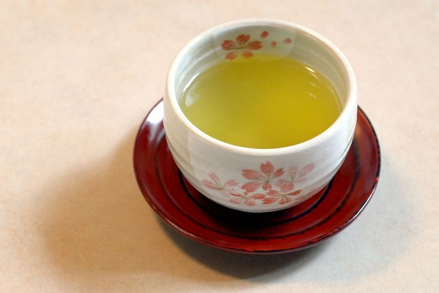 Green tea, as a powerful antioxidant, may help in relieving acne. It also has anti-bacterial properties to fight the bacteria in inflamed acne.