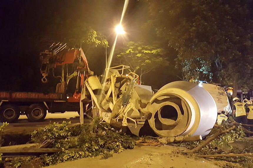 The cement mixer is understood to have skidded before crashing into the central divider, spilling cement onto both sides of the road. Parts of the SLE were closed for about two hours.