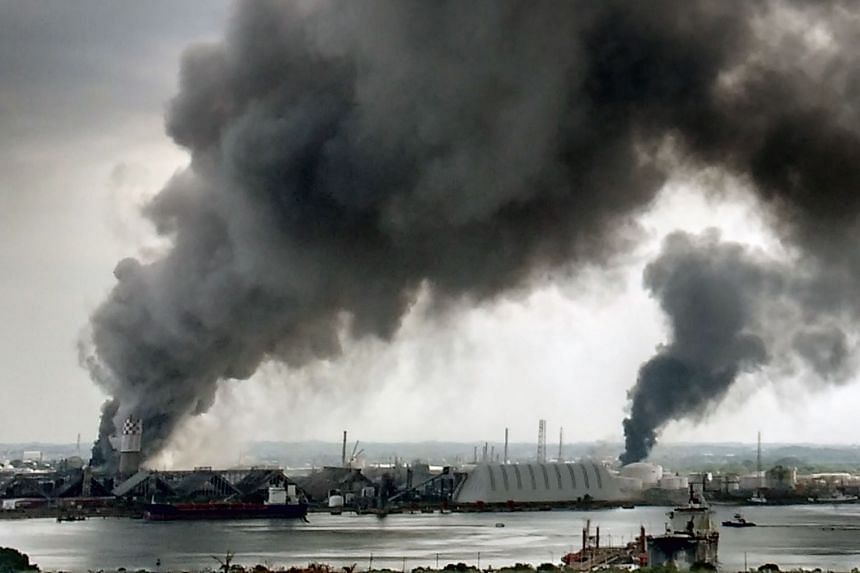 Toxic smoke from the petrochemical plant in Coatzacoalcos has led to the evacuation of about 2,000 residents in the area.