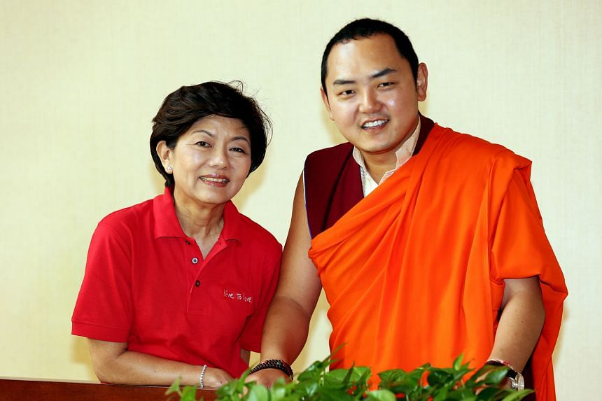 Live to Love Singapore president Tracey Woon and the movement's patron, His Eminence the Gyalwa Dokhampa.