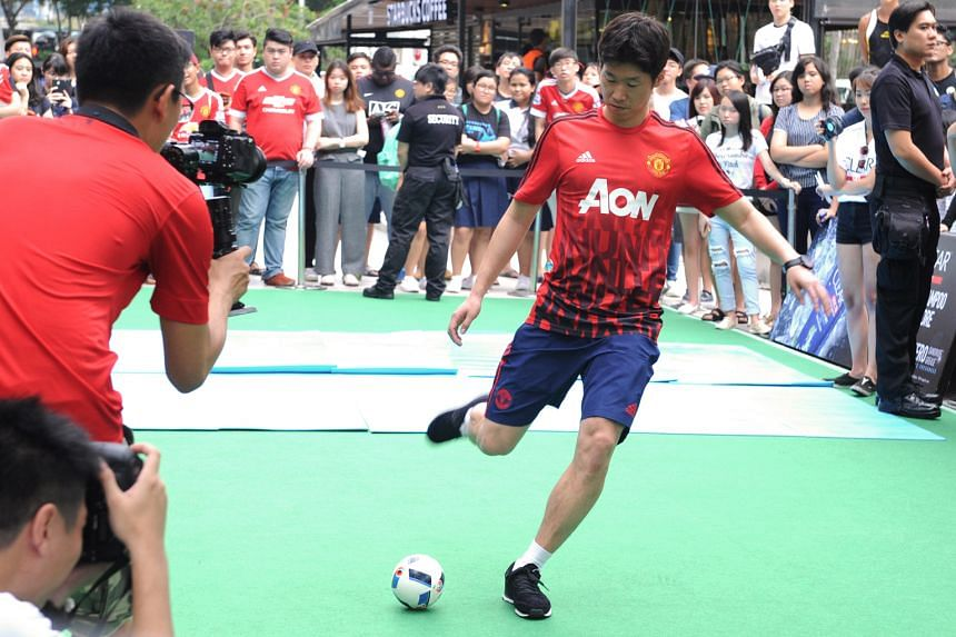 Former Manchester United midfielder Park Ji Sung showing off his striking prowess in front of his fans. The South Korean feels the current players lack the United mentality.
