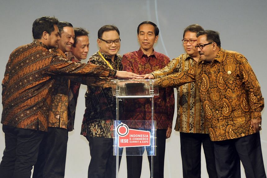 (From left) PT Dyandra Promosindo president director Ery Erlangga, Indonesian Trade Minister Thomas Lembong, Creative Economy Agency head Triawan Munaf, Idea president Daniel Tumiwa, Indonesian President Joko Widodo, Communication and Information Min