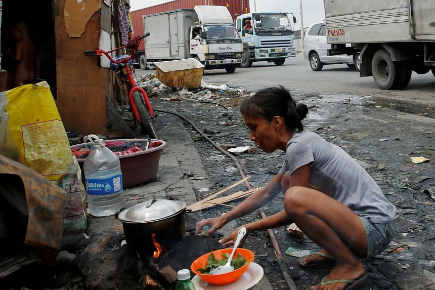 Mr Duterte says that he will set up economic zones outside Manila in order to create jobs for millions of impoverished Filipinos, many of whom have failed to find a better life in the capital and end up living in slums.