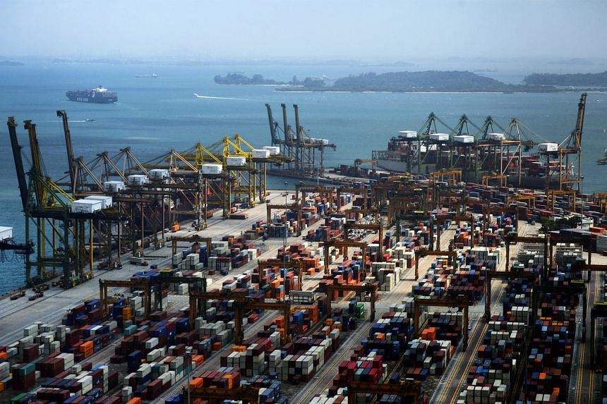 The number of containers handled at the Port of Singapore rose 1.6 per cent from May last year to 2.665 million last month, the first year-on-year rise in 15 months and 5.4 per cent higher than April's figures.