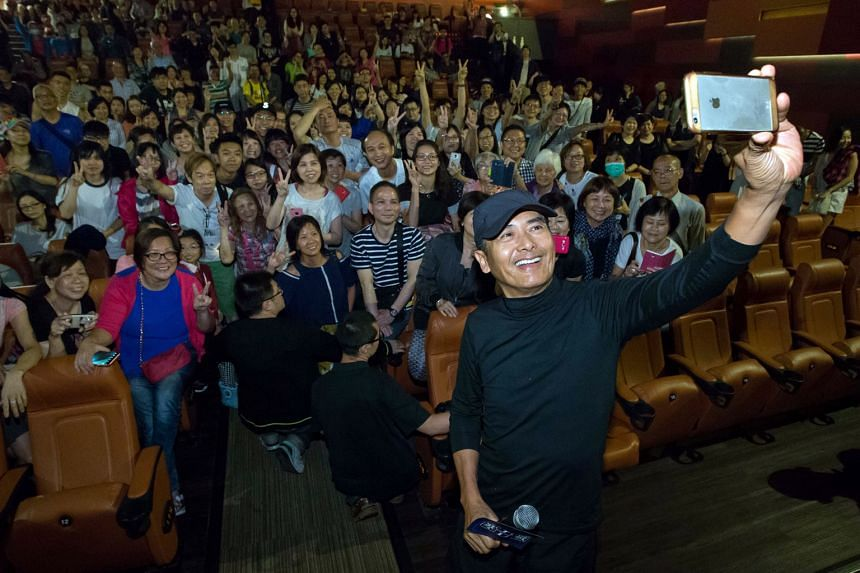 Chow Yun Fat taking a wefie with the Hong Kong audience watching Cold War 2.