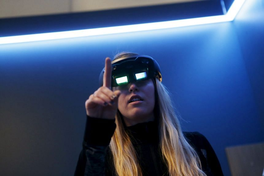 Reality-bending technologies are now a part of everyday life for many: an Oculus Rift VR headset driving a frisbee video game at a Los Angeles electronics expo; GEMS World Academy (Singapore) students taking a virtual field trip with the Google Exped