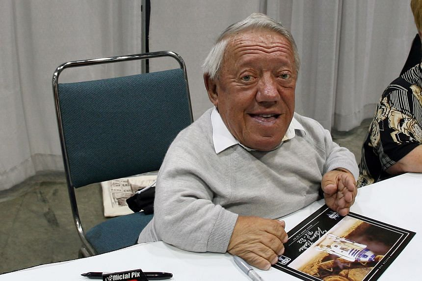 Star Wars actor Kenny Baker signing autographs during the opening day of Star Wars Celebration IV in Los Angeles in 2007.