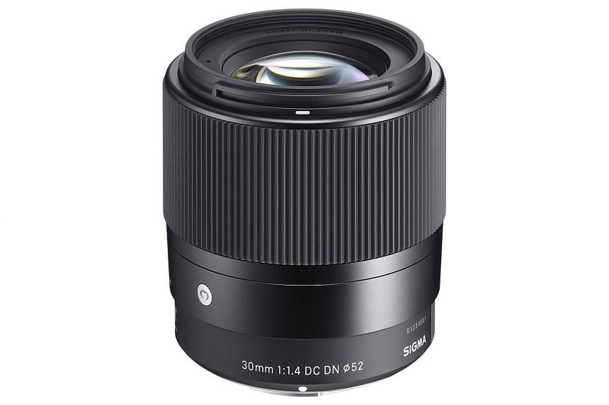 Made mostly of metal, the Sigma 30mm f1.4 DC DN Contemporary lens is quite well built but yet lightweight.