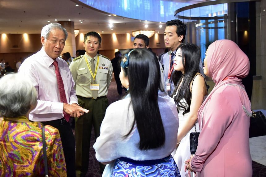 Mr Abbas visits the SAFDB to inspect the barracks and talk to the detainees. Dr Ng (left) interacting with some of the volunteers who serve on the various boards and committees in the Defence Ministry at an annual appreciation dinner at the Marina Ma