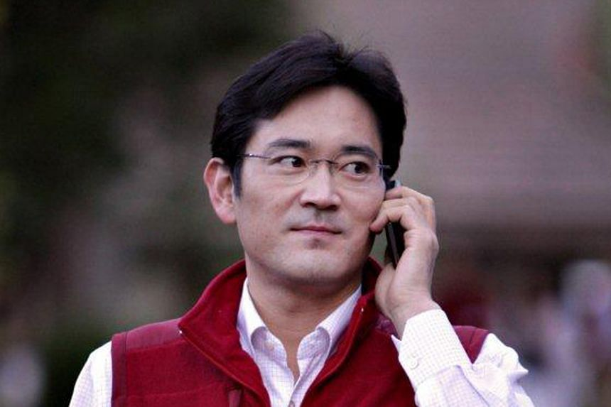 Samsung Group's de facto leader and heir apparent Jay Y. Lee is poised to join the board of crown jewel Samsung Electronics.
