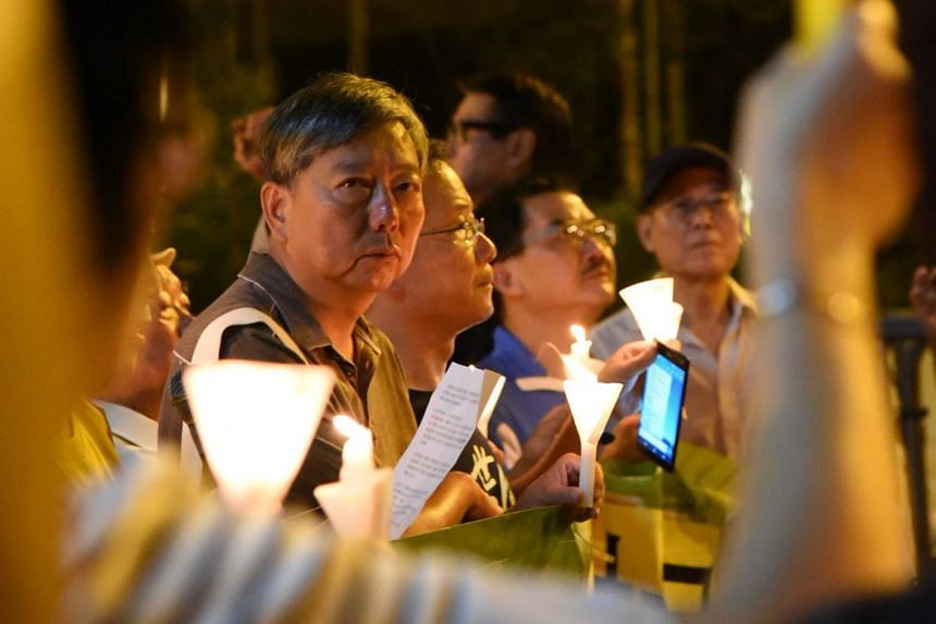 About 100 people held a candlelight vigil outside the central government's Liaison Office last night. It was also attended by representatives from traditional democratic groups.