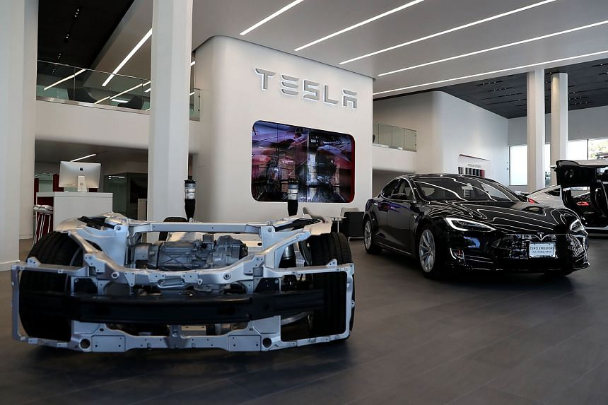 With the new policy on self-driving cars, companies such as Tesla Motors must make vehicle performance assessments public, so regulators and other companies can evaluate them.