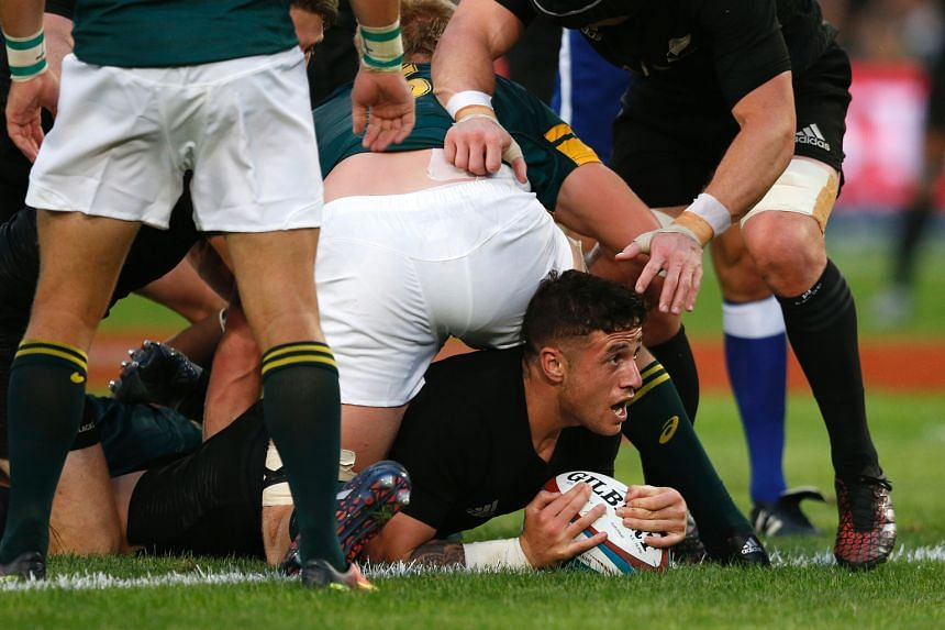 Despite the attention of the South African players, All Blacks' T.J. Perenara still managed to score two tries against the Springboks.