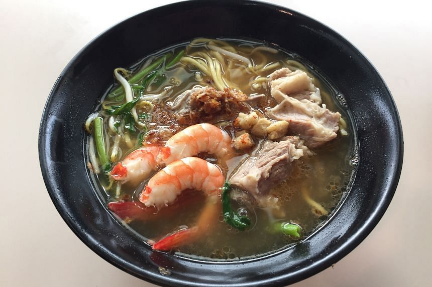 The pork rib and prawn soup noodles from Ming's Prawn Noodle comes with plump prawns and tender pork ribs.